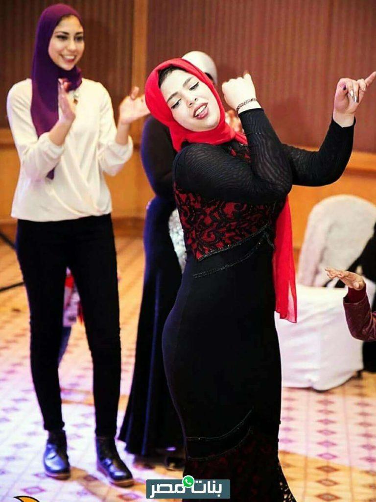 بنت محجبة ترقص في فرح بفستان سوارية كيرفي ضيق