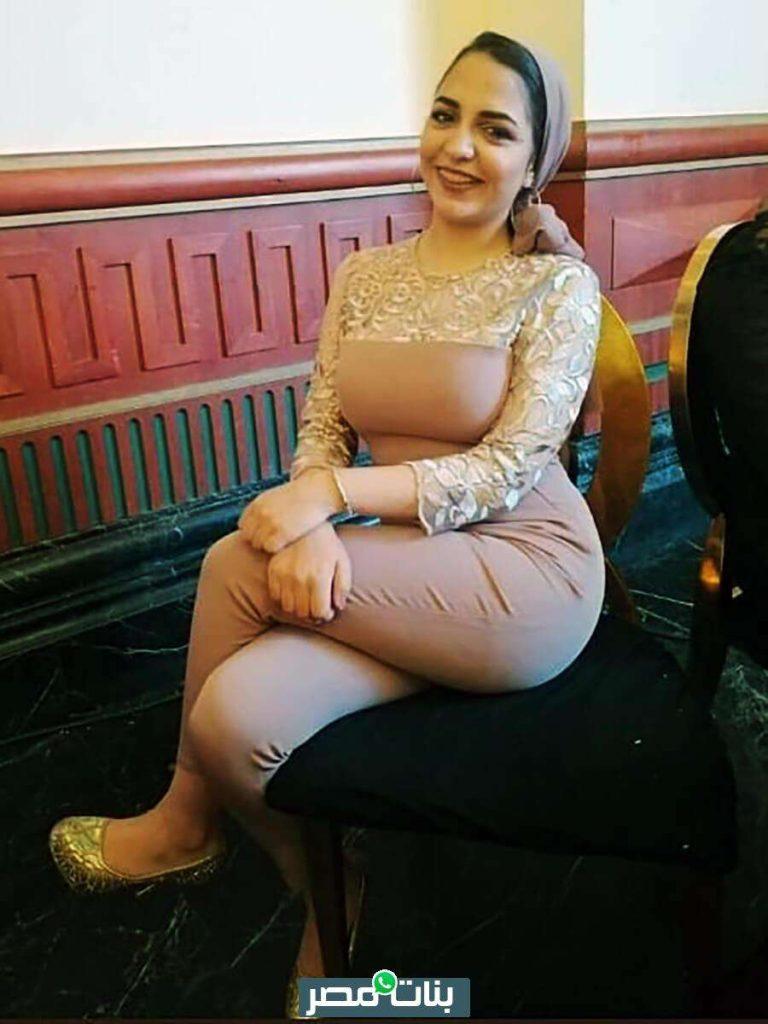 بنت محجبة جميلة بفستان سوارية كشمير ضيق في فرح